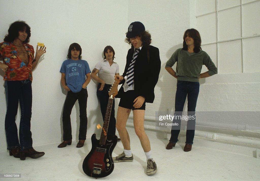 AC/DC Group Portrait : News Photo