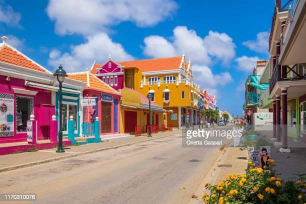 bonaire, kralendijk - kaya grandi - caribisch nederland stockfoto's en -beelden
