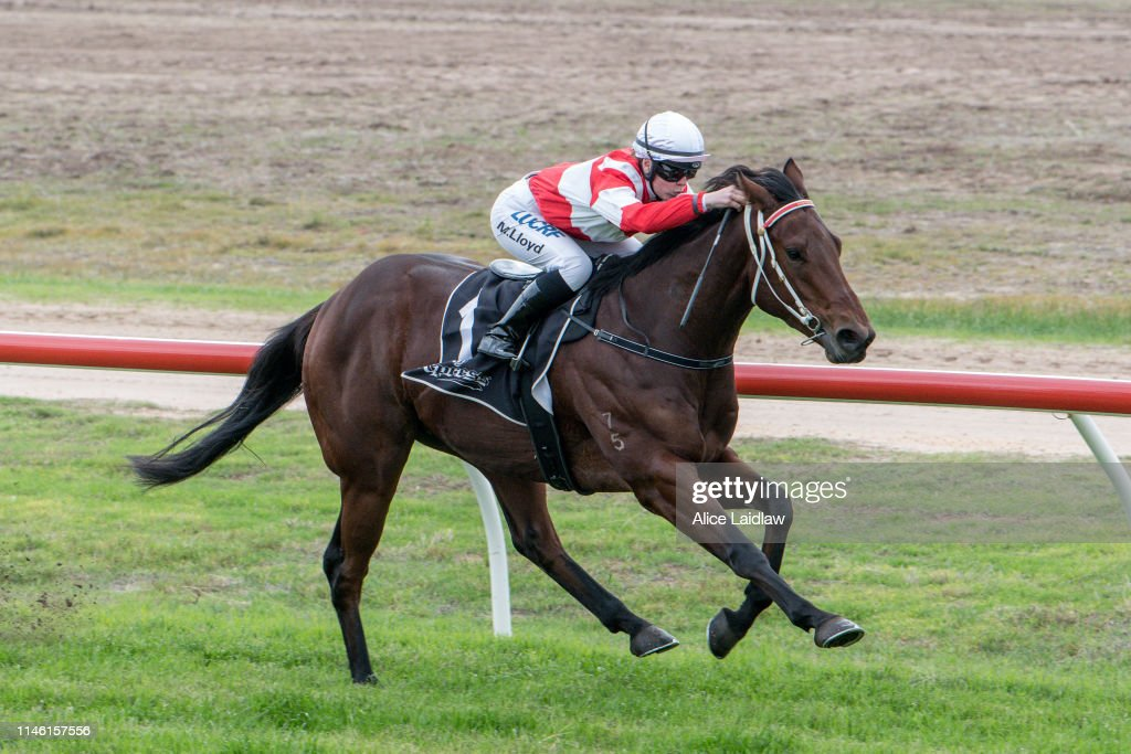 AUS: Warracknabeal Racing Club Race Meeting