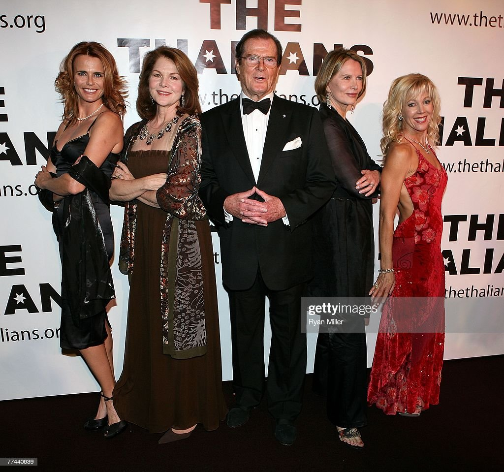 Sir Roger Moore is honored at the Thalians 52nd Anniversary Gala : News Photo