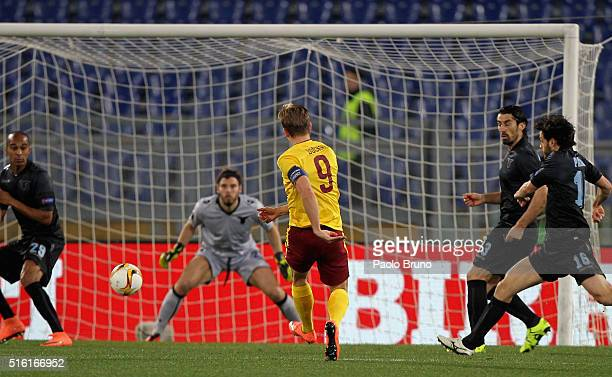 Bonek Dockal of Sparta Prague scores the opening goal during the UEFA Europa League Round of 16 second leg match between SS Lazio and Sparta Prague...