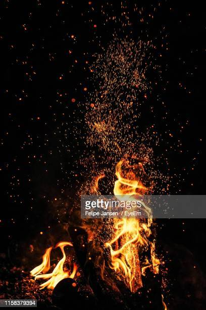 bonfire at night - sparks stock pictures, royalty-free photos & images