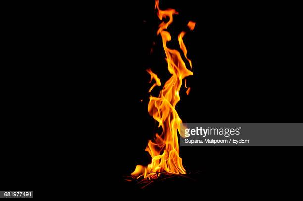 bonfire at night - flame stock pictures, royalty-free photos & images