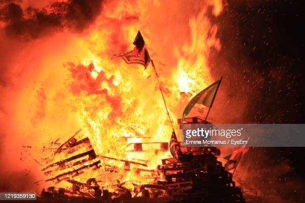 bonfire on wooden log at night - belfast stock pictures, royalty-free photos & images