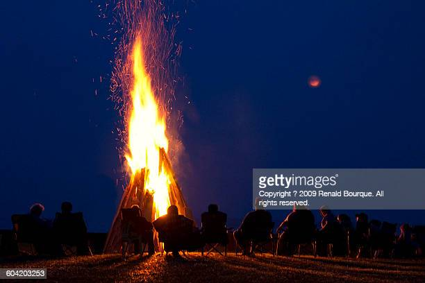bonfire - 焚き火 ストックフォトと画像