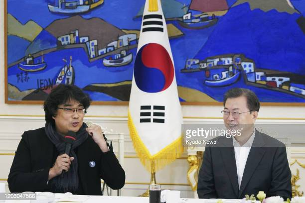 Bong Joon Ho director of the Oscarwinning film Parasite talks with South Korean President Moon Jae In in Seoul on Feb 20 2020 The social satire...