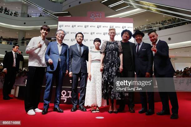 JUNE 13 Bong Joon Ho Tilda Swinton An Seo Hyun Steven Yeun Byun Heebong Woo Shik Choi Giancarlo Esposito and Daniel Henshall attend the Korean Red...