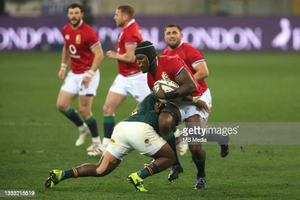 Bongi Mbonambi of South Africa tackles Maro Itoje of the British & Irish Lions during the 3rd Test between South Africa and the British & Irish Lions...