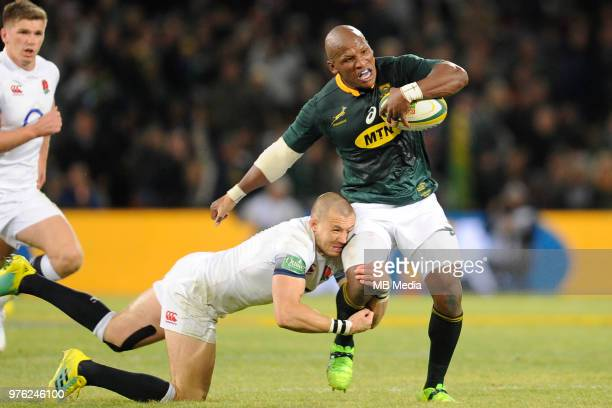 Bongi Mbonambi of the Springboks being brought down after a break during the second test match between South Africa and England at Toyota Stadium on...