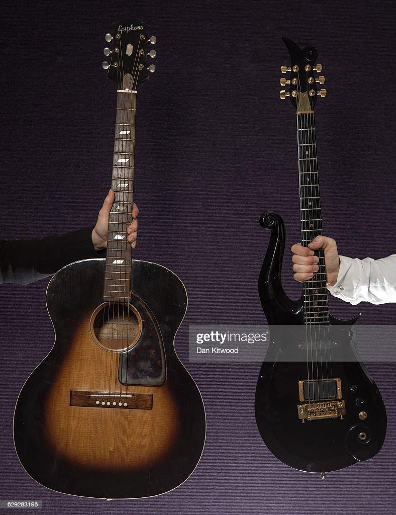 Bonhams Hold Preview Of Rock Memorabilia Sale : Nachrichtenfoto