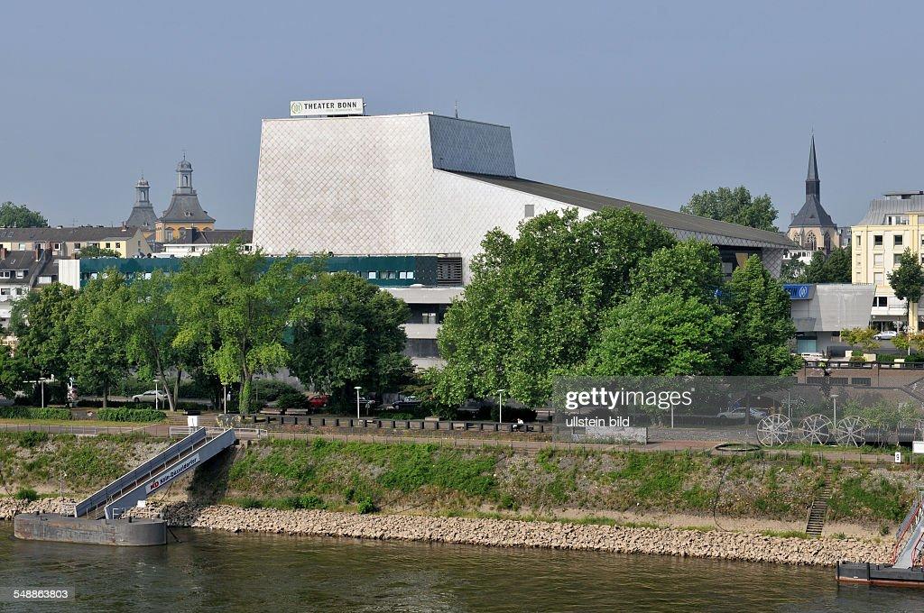 Bonn 20.05.2011: Opernhaus Ansicht außen Außenansicht Gebäude Rhein : News Photo