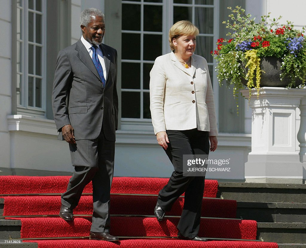 German Chancellor Angela Merkel and UN Secretary General Kofi Annan arrive to give a press conference 11 July 2006 in Bonn, western Germany. They attend the opening festivities of a new UN campus in former Western Germany's capital.