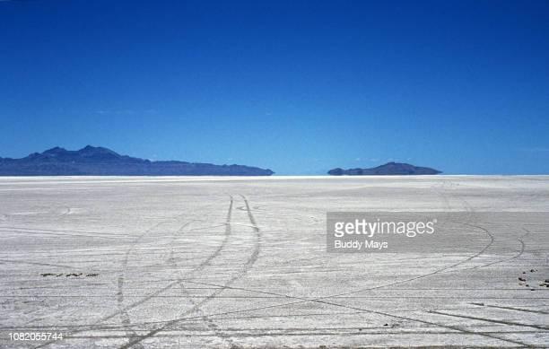 bonneville salt flats dry lake bed, utah - bonneville salt flats stock pictures, royalty-free photos & images