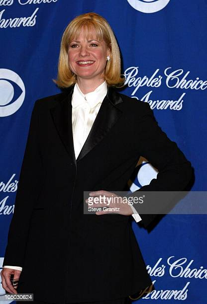 Bonnie Hunt presenter of the award for Favorite Television Dramatic Series