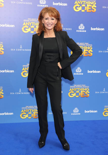 GBR: Red Carpet Arrivals And Curtain Call For Anything Goes starring Robert Lindsay, Sutton Foster, Gary Wilmot And Felicity Kendal.