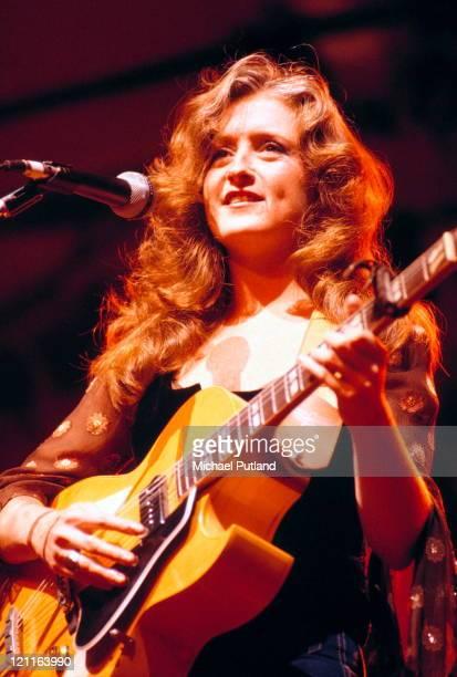Bonnie Raitt performs on stage New York 1977