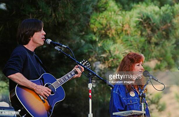 Bonnie Raitt Plays Guitar And Sings With Jackson Brown At The Annual Esalen Benefit Concert In Big Sur California