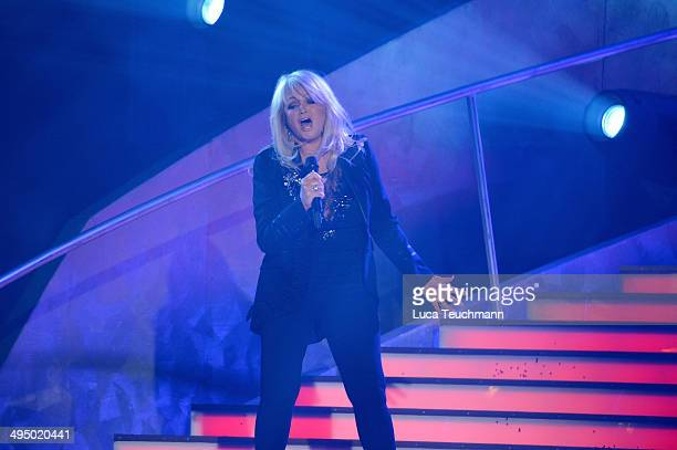 Bonnie Tyler performs 'Das Sommerfest am See' TVShow on May 31 2014 in Erfurt Germany