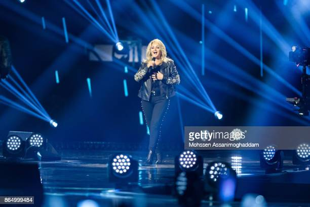 Bonnie Tyler performs during the show 'Das Internationale Schlagerfest' at Westfalenhalle on October 21 2017 in Dortmund Germany