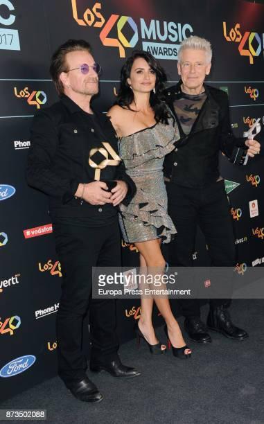 Bono Penelope Cruz and Adam Clayton attend '40 Principales Awards' 2017 on November 10 2017 in Madrid Spain