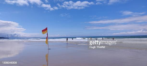 booby's bay in cornwall - hugh threlfall stock pictures, royalty-free photos & images