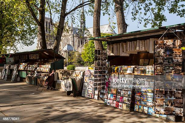 book and postcard sellers by the river seine. - street market stock pictures, royalty-free photos & images