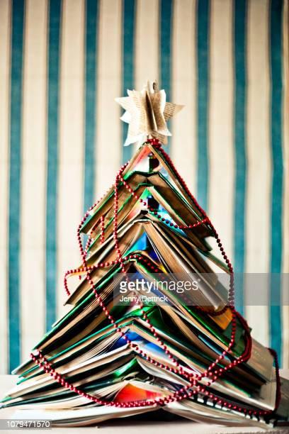 book christmas tree - literature ストックフォトと画像