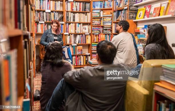 boka gruppmöte - litteratur bildbanksfoton och bilder