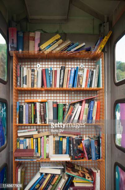 book library in old phone booth - free of charge stock pictures, royalty-free photos & images