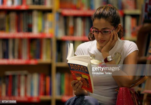Book Reading Ameesha Bollywood actress Amisha Patel