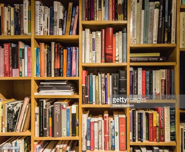 book shelves - bücherregal stock-fotos und bilder