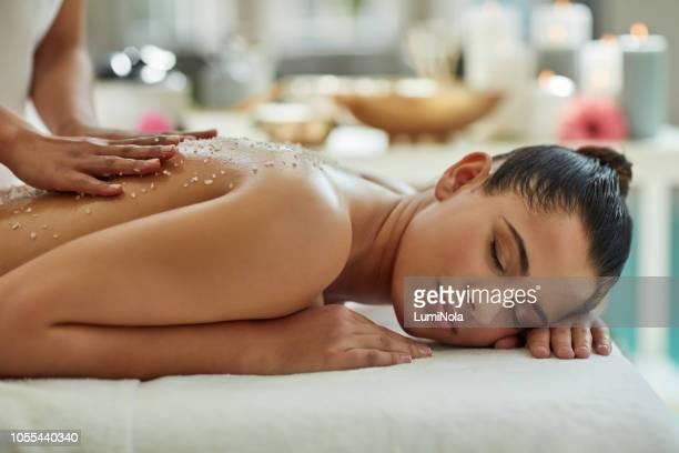 ¡reserva ahora tu día de spa! - acostado boca abajo fotografías e imágenes de stock
