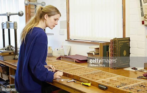 Bookbinder setting type for blocking