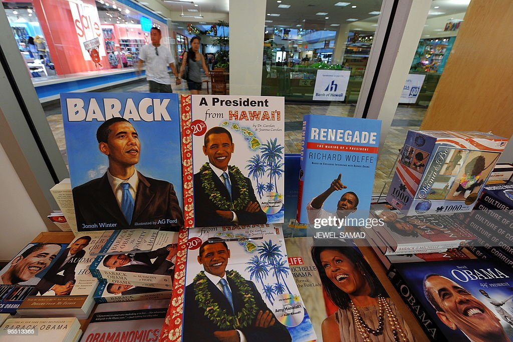 Books about US President Barack Obama and First Lady Michelle Obama are seen at bookstore at the Windward shopping mall where the First Family and friends are watching the movie 'Avatar' in Kailua, Hawaii, on December 31, 2009. AFP PHOTO/Jewel SAMAD