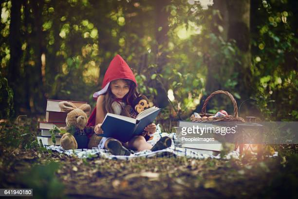 books can transport us to the most magical places - contar histórias imagens e fotografias de stock