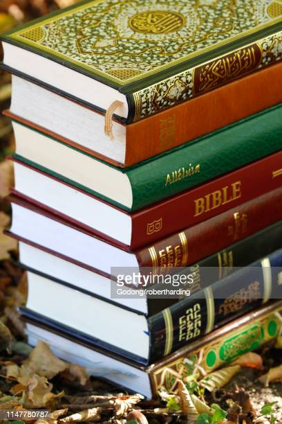 books of the three monotheistic religions, christianity, islam and judaism, the torah, quran and bible, france, europe - coran photos et images de collection