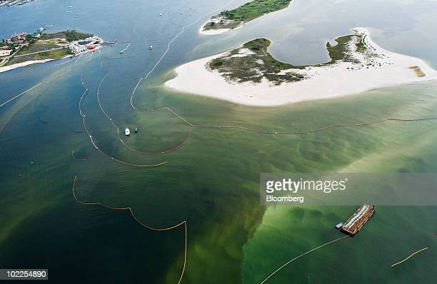 Boom is deployed to contain oil in Perdido Bay in Orange Beach Alabama US on Saturday June 19 2010 The BP Plc oil spill which began when the leased...