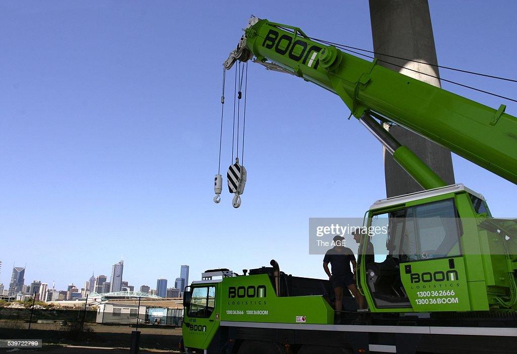 A Boom Logistics crane at Docklands, 16 February 2004  The