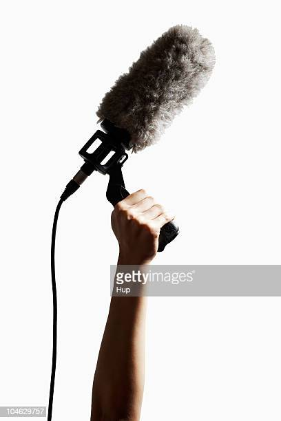 boom microphone being held in air. - girafe photos et images de collection