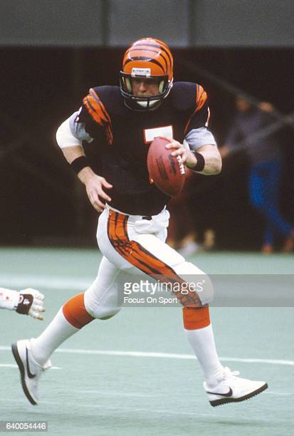 Boomer Esiason of the Cincinnati Bengals scrambles away from the pressure against the Cleveland Browns during an NFL football game September 25 1988...