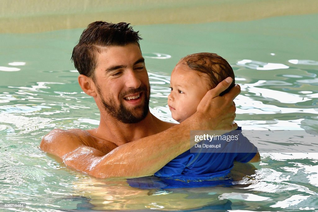 Boomer Phelps and Michael Phelps (L) attend the Huggies Little Swimmers #trainingfor2032 Swim Class With The Phelps Foundation on August 21, 2017 in New York City.