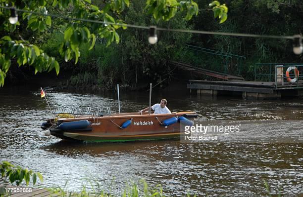 Boot Höftdeich beim AusflugsLokal Wümmeblick Lilienthal bei B r e m en Niedersachsen Deutschland Europa Fluss Wümme Reise