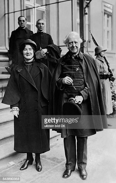 Booth William Founder and General of the Salvation Army UK*10041829 with his daughter Mary in front of the 'Reichspraesidentenpalais' 1927 Published...