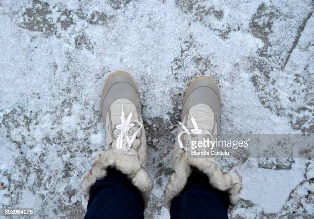 pov boots on the snow - stiefel stock-fotos und bilder