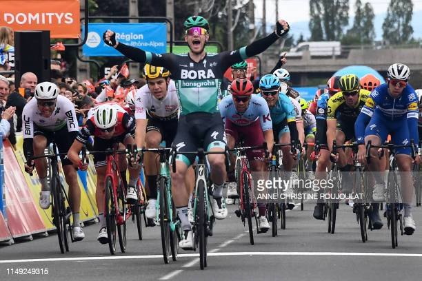 Bora-Hansgrohe rider Ireland's Sam Bennett celebrates as he crosses the finish line after the third stage of the 71st edition of the Criterium du...