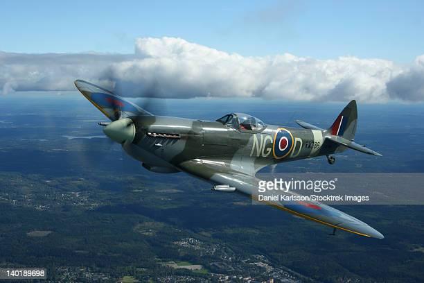 boras, sweden - supermarine spitfire mk.xvi fighter warbird of the royal air force. - spitfire - fotografias e filmes do acervo