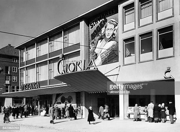 Borchers Cornell Actress Germany * Gloria theater in Kiel exterior view promotion of the movie 'Schwarze Augen' with Cornell Borchers Will Quadflieg...
