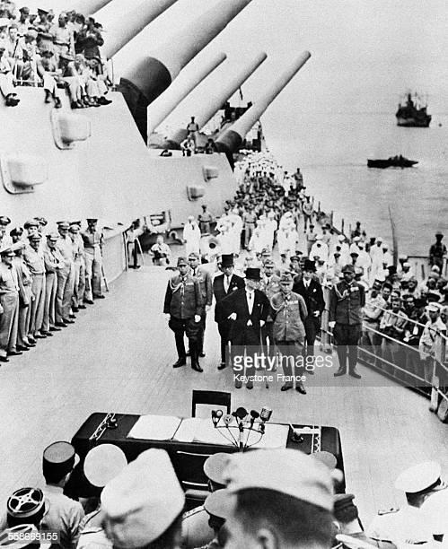 A bord de l'USS Missouri arrivée de la délégation japonaise pour la signature de l'acte de capitulation du Japon le 2 septembre 1945