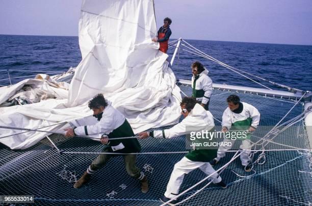 A bord du catamaran Formule TAG lors du trophée des multicoques le 27 avril 1985 à La TrinitésurMer France