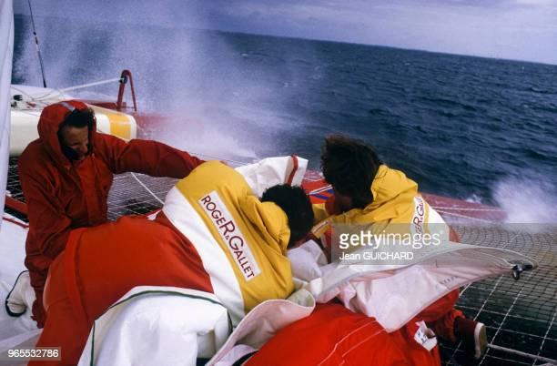 A bord du catamaran Roger Gallet lors du trophée des multicoques le 27 avril 1985 à La TrinitésurMer France